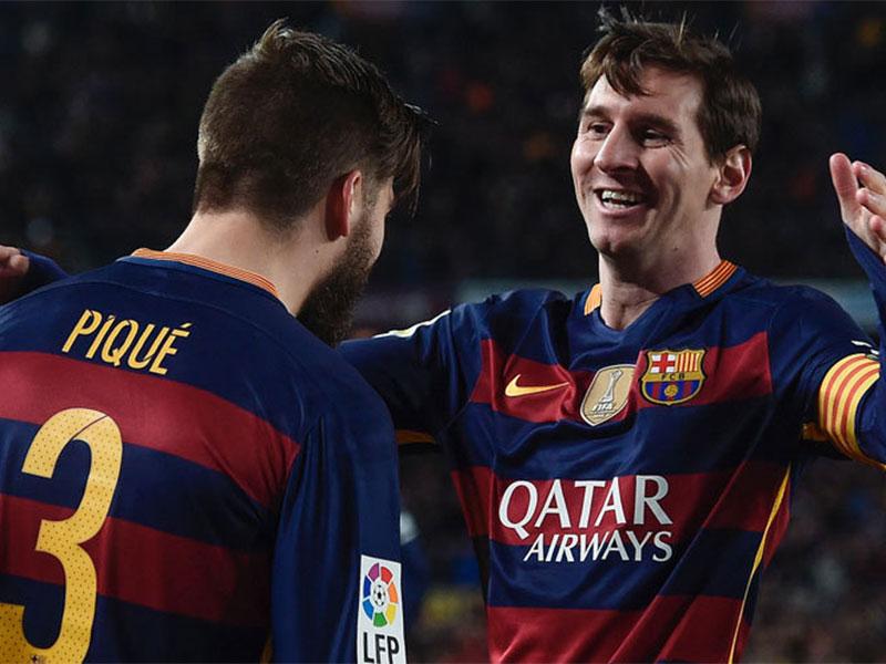 Gerard Pique dan Lionel Messi, dua pencetak gol kemenangan atas Sevilla © AFP