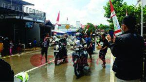 Belimbur, sebuha tradisi pada pagelaran budaya Erau yang menandai berakhirnya acara tersebut. (foto:Ade)