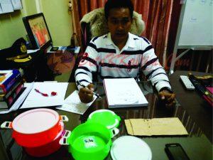 Kasat Narkoba Polresta Samarinda Kompol Belny Warlansyah beserta barang bukti yang disita petugas. (foto:MS44)