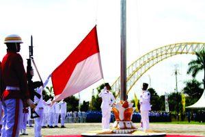 Bendera Merah Putih siap dikibarkan. (foto:HA)