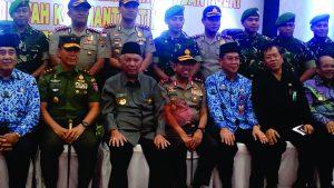 Gubernur Kaltim diapit Pangdam dan Kapolda Kaltim. (foto:My)