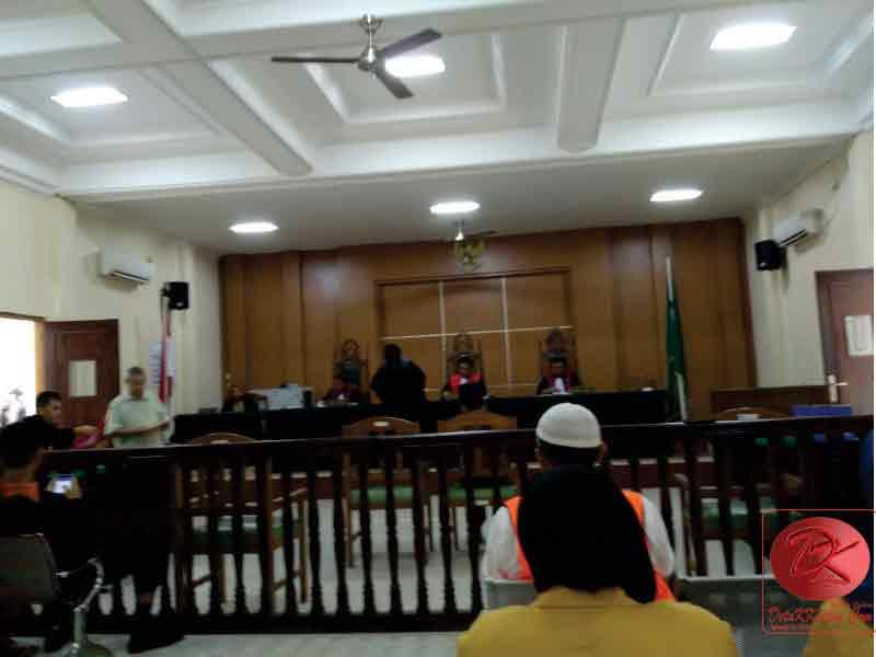 Kasus Bansos Rp18 Miliar, Prof Tedja Sampaikan Pledoi Diselingi Isak Tangis